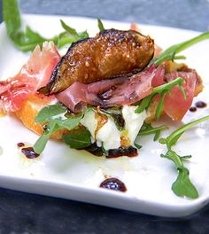 Grilled figs, prosciutto and burrata: an easy and elegant appetizer recipe by Panning The Globe (prosciutto appetizer recipes) Prosciutto Appetizer, Potato Appetizers, Best Appetizers, Appetizer Recipes, Appetizer Ideas, Fig Recipes, Healthy Recipes, Yummy Recipes, Figs On The Grill