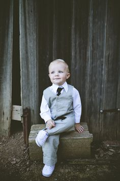 Gorgeous Grey Linen Suit. Image by Love Katie & Sarah Photography