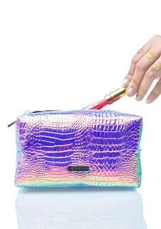 Skinnydip Cosmo Makeup Bag cuz yer looks are outta this woooorld, bb! Stash away all yer crazy makeup goods in this sikk bag, featurin' a super roomy boxy style, crazy bright textured iridescent construction that shines hues of pinks, purples, and blues, and top zip closure.