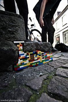 Lego street-art. Brilliant.