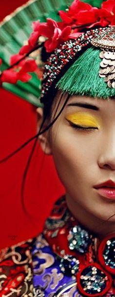 rainbowfashion.quenalbertini: Asian beauty Geisha, Foto Fashion, Fashion Art, Beauty Around The World, China Girl, People Of The World, Chinese Style, Chinese Fashion, Colorful Fashion