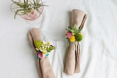 Clebrate Summer with a DIY Floral Napkin Rings - Home Decorating Trends - Homedit Easy Diy Crafts, Fun Crafts, Farmhouse Napkin Rings, Ring Home, Diy Rings, Wedding Napkins, Diy Design, Simple Diy, Wildflower Centerpieces