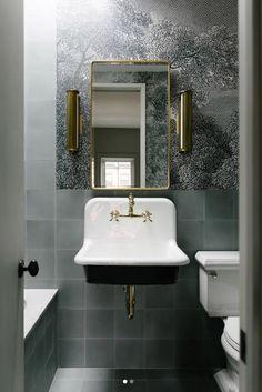 New York Townhouse, Modern Townhouse, Scandinavian Style, Mini Bad, Decoracion Vintage Chic, Brooklyn Brownstone, Eclectic Bathroom, Bathroom Interior, Custom Vanity