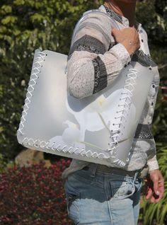 Shopping Bag Orchidee ist ein stylische Deko mit vielen Zusatznutzen. Einkaufen und Dekorieren mit dieser chicen Einkaufstasche.