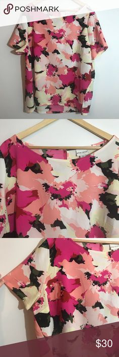 """Ava & Viv Pink Black Floral Short Sleeve Top Sz 2X Excellent condition. No flaws. Back has keyhole opening with Button. Size 2X. Measurements taken laid flat: bust approximately 26"""", length approximately 27"""" Ava & Viv Tops Blouses"""