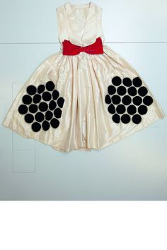 Colombine dress, 1925 Jeanne Lanvin exhibition Palais Galliera dots in a hexagonal shape red white and black Jeanne Lanvin, Evening Outfits, Evening Dresses, 20s Dresses, Simplicity Fashion, Palais Galliera, 1920s Dress, Historical Clothing, Little Girl Dresses
