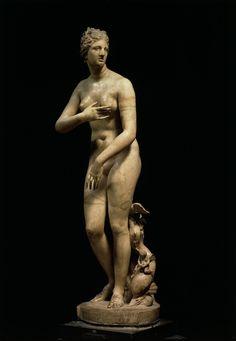 Vênus, dita Vênus de Médici, século I a.E.C. Cleomenes , d'après Praxíteles Mármore, 153 cm de altura Encontrada em 1680 na Vila Hadriana, Tívoli Galleria degli Uffizi, Florença