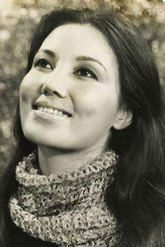 2. Kiều Chinh (tên khai sinh là Nguyễn Thị Chinh, sinh 3 tháng 7 năm 1937 tại Hà Nội [2]) là nữ diễn viên nổi tiếng ở miền Nam Việt Nam trước năm 1975 và từng tham gia trong một số phim của Hollywood.