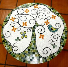Mosaic tree with bird tabletop Marble Mosaic, Mosaic Art, Mosaic Glass, Mosaic Tiles, Stained Glass, Glass Art, Mosaic Crafts, Mosaic Projects, Mosaic Designs