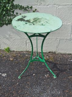 G285 - Lovely Vintage French Round Pedestal Garden / Patio / Cafe Table - La Belle Étoffe