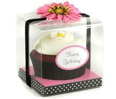 Individual cupcake packaging - customized sticker on a clear box