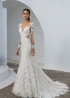 Wedding Dress 88010 by Justin Alexander - Search our photo gallery for pictures of wedding dresses by Justin Alexander. Find the perfect dress with recent Justin Alexander photos. How To Dress For A Wedding, Fit And Flare Wedding Dress, Custom Wedding Dress, Gown Wedding, Fitted Lace Wedding Dress, Bridal Party Dresses, Best Wedding Dresses, Bridal Gowns, Illusion Wedding Dresses