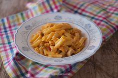 Macarrones con pollo a la salsa de tomate y nata | Comer con poco