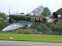 Vintage Aircraft – The Major Attractions Of Air Festivals - Popular Vintage Ww2 Aircraft, Fighter Aircraft, Military Aircraft, Fighter Jets, Image Avion, Spitfire Supermarine, Old Planes, The Spitfires, Battle Of Britain