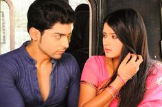 Yash and Aarti sharing a romantic moment Gurmeet Choudhary, Indian Show, Romantic Moments, Drama Series, Best Couple, Favorite Tv Shows, Bollywood, Sari, In This Moment