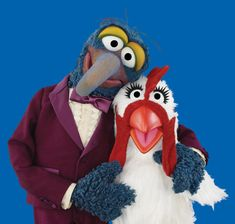 It's Gonzo's favorite holiday: National Dance Like a Chicken Day! He and Camilla have perfected their routine.