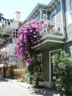 6 Beautifully Decorated Balconies - Most Beautiful Gardens