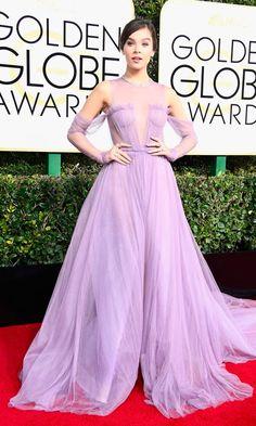 Hailee Steinfield, en un vaporoso Vera Wang color lavanda.