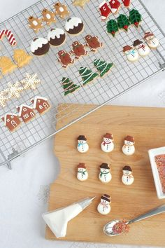 Mini Christmas Cookie for Advent Calendar! I've wanted to make a full set of mini cookies for an advent calendar and I have finally done it, with a few days to spare. In fact I made enough for three sets of advent calendars! Christmas Sweets, Christmas Minis, Christmas Cooking, Christmas Goodies, Winter Christmas, Christmas Holidays, Mini Christmas Cakes, Christmas Crafts, Mini Cookie Cutters