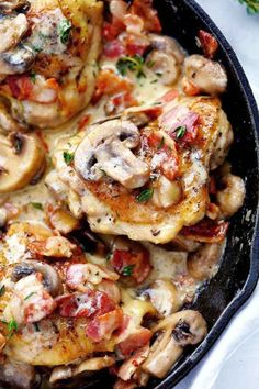 Creamy Bacon Mushroom Thyme Chicken 2 Creamy Bacon Mushroom Thyme Chicken is honestly one of the best skillet meals you will ever make! Tender chicken with a creamy sauce with bacon, mushroom, and thyme. The flavor is out of this world! Bacon Stuffed Mushrooms, Bacon Mushroom, Cream Of Mushroom Chicken, Sundried Tomato Chicken, Mushroom Broccoli, Chicken Mushroom Recipes, Comida Keto, Cooking Recipes, Healthy Recipes