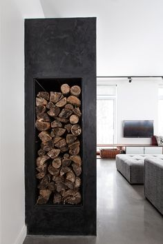 Black concrete fireplace warms Quebec ski lodge by DKA Architects and Kl. Fireplace Art, Craftsman Fireplace, Fireplace Update, Black Fireplace, Concrete Fireplace, Farmhouse Fireplace, Concrete Wood, Fireplace Remodel, Fireplace Design