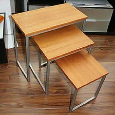 Juego de 3 mesas nido fabricadas, en madera y metal combinado, por Celda