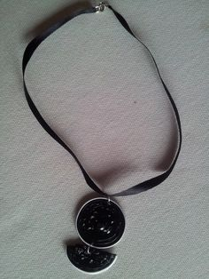 Gargantilla negra con bola 4,99€
