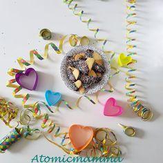 Biscotti a forma di cuore con cioccolata e codette