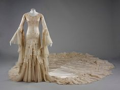 V&A: Wedding dress outfit consisting of an embroidered silk satin dress and tulle veil by Norman Hartnell - 1933 Vintage Gowns, Vintage Outfits, Vintage Fashion, Vintage Dress, White Wedding Dresses, Designer Wedding Dresses, Look Gatsby, Bridal Gowns, Wedding Gowns