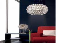 SALON PEŁEN ŚWIATŁA: Nowoczesne elementy oświetleniowe służą nie tylko do rozjaśniania pomieszczeń, ale stanowią dekorację samą w sobie. Mają designerskie wzory i kształty, a inspiracją do ich tworzenia jest cały wszechświat.