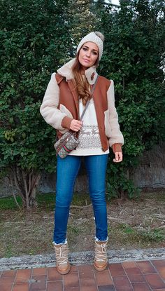 3a4036fad67 White and brown graphic knit sweater+skinny jeans+brown lace-up boots+