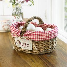 Oeufs Basket - French country inspiration this spring!