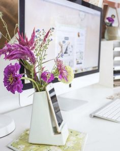 11 Cubicle Decor Ideas to Brighten Up Your Office 16 of the Best Office Cubicle Decor Ideas – domino Cubicle Makeover, Office Makeover, Cubbies, Cute Cubicle, Cubical Ideas, Office Cube, Zen Office, Office 2020, Office Setup