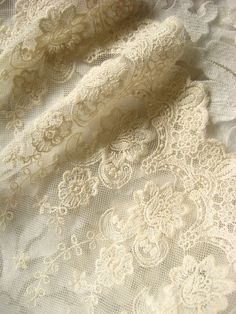 Ivory lace trim, embroiderd lace with retro flowers, vintage bridal gown lace fabric
