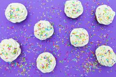 Funfetti cupcakes ideal for kids party. Easy kids friendly recipe to bake with kids Baking With Kids, Kid Friendly Meals, Baking Ideas, Sprinkles, Goodies, Cupcakes, Tasty, Chic, Sweet
