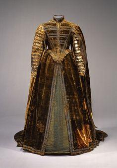 Dress of Dorothea Sabina von Neuburg, Bayerisches Nationalmuseum Mode Renaissance, Costume Renaissance, Renaissance Fashion, Renaissance Clothing, Antique Clothing, 16th Century Clothing, 16th Century Fashion, 17th Century, Vintage Dresses