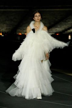 Christian Dior, Athleisure, Pop Fashion, Fashion Show, Runway Fashion, Crazy Fashion, Robes D'oscar, Vestidos Oscar, Dior Designer