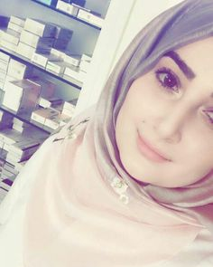 Arab Girls Hijab, Girl Hijab, Muslim Girls, Hijab Outfit, Hijab Dp, Muslim Hijab, Muslim Beauty, Beautiful Muslim Women, Girly Pictures