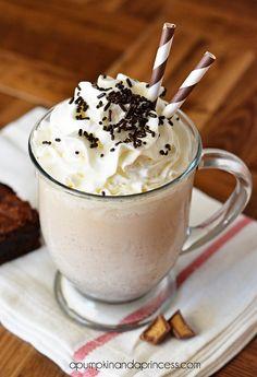 Peanut Butter Brownie Milkshake Recipe from @Crystal Chou A Pumpkin & A Princess How good does this look?!?  #desserts #milkshakes