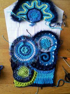 Artículos similares a Freeform Crochet Wall Art / Crochet Wall Hanging / Vintage Inspired Flower Fall / Blue Crochet Art / Wall Decor / Nursery Decor / Floral en Etsy Freeform Crochet, Irish Crochet, Crochet Motif, Crochet Designs, Crochet Flowers, Crochet Stitches, Knit Crochet, Crochet Geek, Crochet Potholders