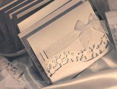 Partecipazioni pochette da busta con intaglio fiocchi di neve e nastro in organza