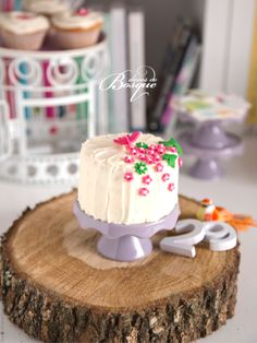 Mini Bolo Primavera • Spring Mini Cake | Doces do Bosque
