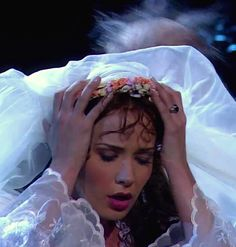 Operafantomet: phantoming, The many faces of Sierra Boggess as Christine in...