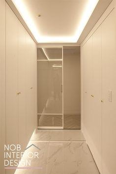 French Apartment, Apartment Interior, Exterior Design, Interior And Exterior, Drop Zone, Coffer, Beach Villa, Vestibule, Classic Interior