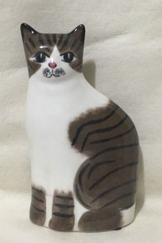 Hand Painted Ceramic Art Pottery Brown & White Cat Statue Figurine N S Gustin Co