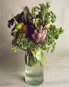 vegetable bouquet, curly parsley, carrots, artichokes, bunch of vegetables, zucchini, eco friendly wedding, sustainable wedding, eco wedding...