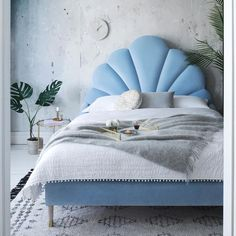 Check these 33 best bed headboard ideas out! There's more of these and plenty other outstanding ideas at glamshelf.com #homedecor #bedroomideas #bedroomdecor