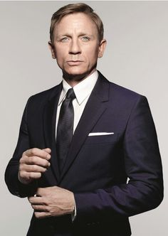 Photographs of Daniel Craig as James Bond from Spectre: a suited and booted Bond looks for action in these exclusive photographs by Rankin Daniel Craig James Bond, Daniel Craig Spectre, Daniel Craig Suit, Craig 007, Daniel Craig Style, Terno James Bond, James Bond Suit, Bond Suits, James Bond Style