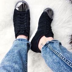 B L A C K  A D I D A S // #adidas#adidasoriginals#adidassuperstar#sneakerlove#love#details#detailsoftheday#fashion#fashionpost#look#rippedjeans#todayslook#lookoftheday#wiwt#today#addicted#potd#lookbook#tattoo#littletattoo#smalltattoo#anchor#inked#bestoftheday#instafashion#instagood