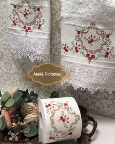 Ateliê / Enxoval Casa e Bebê (@atelierechilieu) | Instagram photos and videos Bathroom Towels, Bath Towels, Embroidered Towels, Kitchen And Bath, Linen Bedding, Machine Embroidery, Decoupage, Sewing Patterns, Decorative Boxes